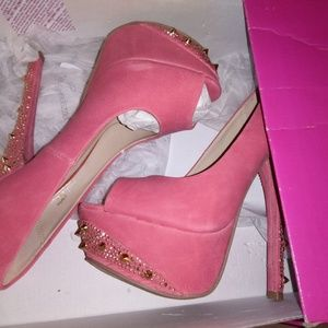 NWT shoedazzle pumps w spikes